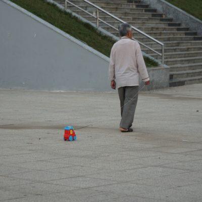 Opi geht spazieren