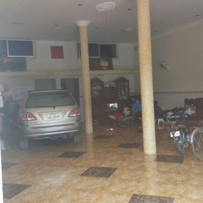 Unser Hotel. Eingangshalle, Rezeption, Schlafzimmer und Garage. Super praktisch.