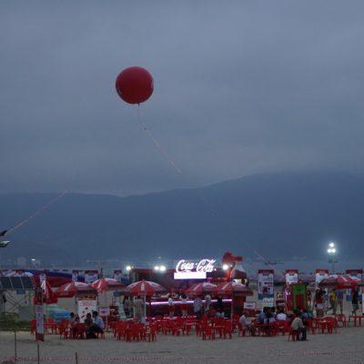 Coca Cola Werbung am Strand. Darf nicht fehlen