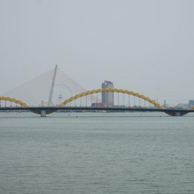 Drachenbrücke am Tag