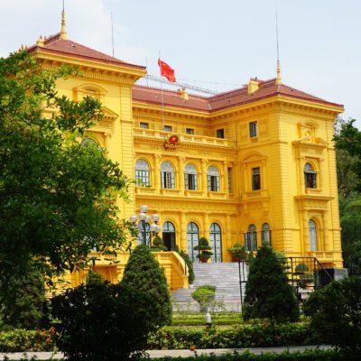 Präsidenten Palast. Onkel Ho wollte nicht und hat auch nicht hier gewohnt. Sehr bescheiden.