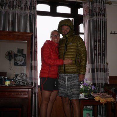 Unsere neuen Jacken für Tibet. So kalt ist es hier dann doch noch nicht.
