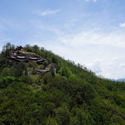 Tempel von der anderen Seite des Bergs