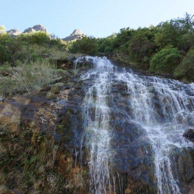 Kleiner Wasserfall welcher unseren Pfad kreuzte