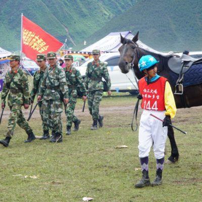 Wieder die Armee mit Jockey