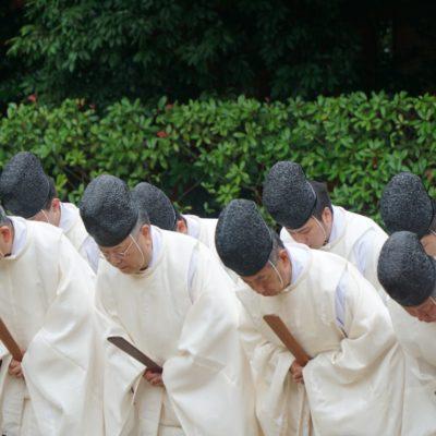 Priester am Tempel / Zeremonie