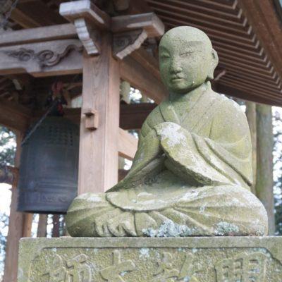 """Figur am """" Sakai """" Tempel"""