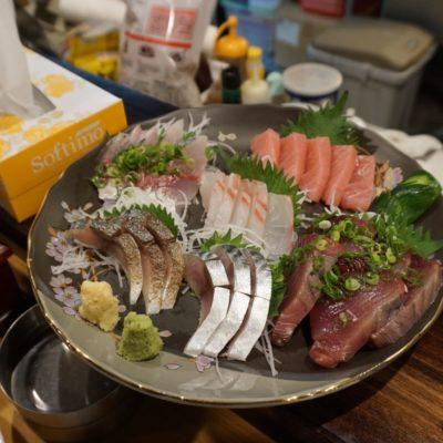 Sashimi-Platte: Maguro(Thunfisch), Tai(Dorade), Saba(Makrele 2x), Katsuo(Bonito), Aji(Stöcker)