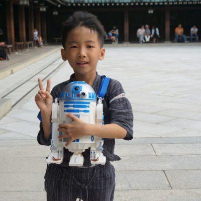 Star Wars in Tokyo. Hier ein kleiner Bengel aus Taiwan mit unserem freund C3PO