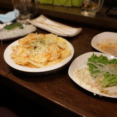 Kartoffelscheiben mit Sauce und Käse überbacken.  Der Rest hat den Fototermin verpasst.