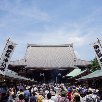 Der Tempel mit Massen von Touristen
