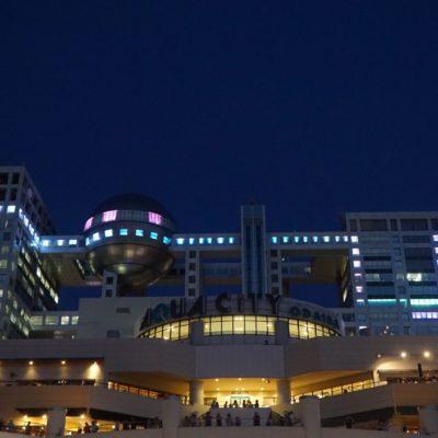 TV Gebäude mit Licht