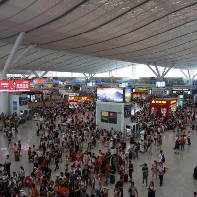 In den Bahnhof von Shenzhen, passt der HH Flughafen locker rein.