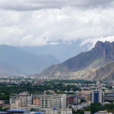 Lhasa Town. Unter Tibet Romantik stellt man sich etwas anderes vor. Einwohnerzahl: 4 Millionen