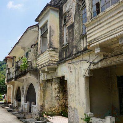 Alte zerfallene Häuser in Kuala Lumpur