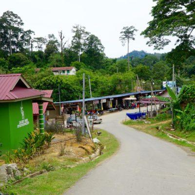 Einfahrt zum Dorf