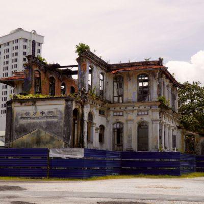 Ruine in der Stadt