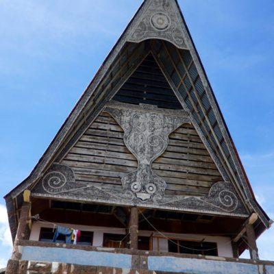 Die für Samsoir typischen Spitzdach Häuser der Batak
