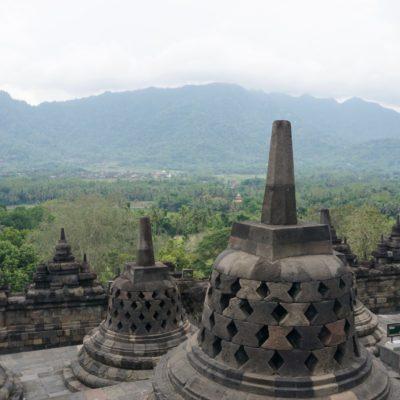 Stupas mit Inhalt ( Buddha Figuren )