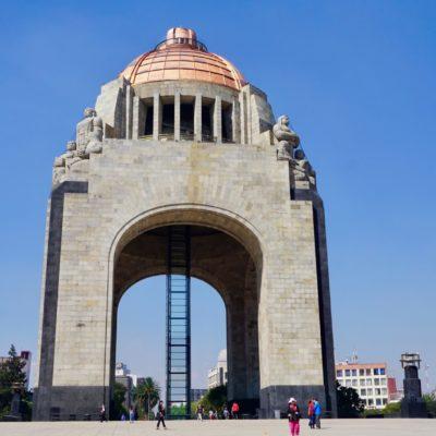 Denkmal an der Plaza de la Republica. Das Monument der Revulotion