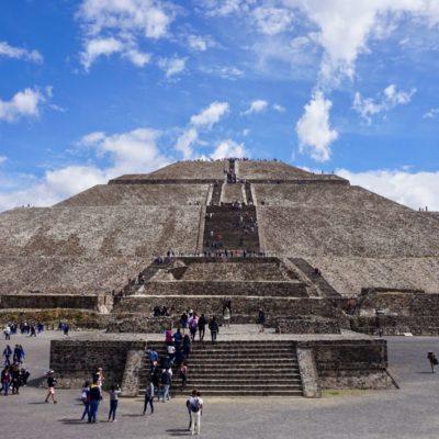 Die Sonnenpyramide, Ansicht von vorn.