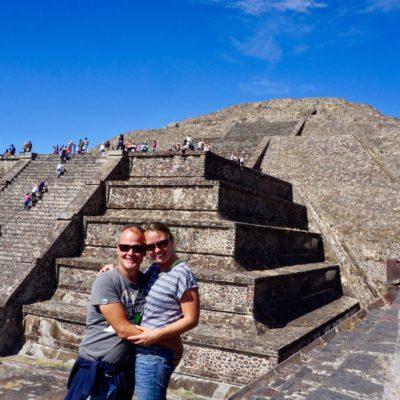 Wir beiden hübschen vor der Mondpyramide