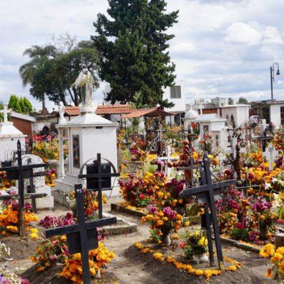 Bunter Friedhof in Cholula.