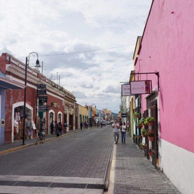 Innenstadt von Cholula. So haben wir uns Mexiko vorgestellt. Entspannt und schön bunt ( unter anderem ).
