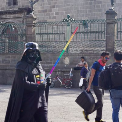 Lord Vader auf Stöckelschuhen ( Die roten High Heels sind leider nicht mit auf dem Bild... )