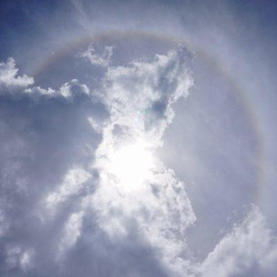 Ein Regenbogen um die Sonne, geil !
