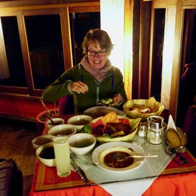 Abends beim Wohlverdienten Essen.