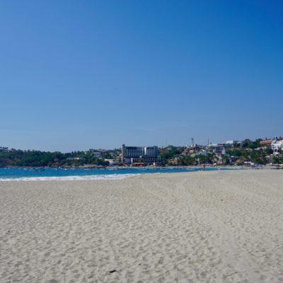 Strand mit Blick auf den touristischen Teil
