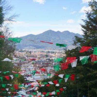 Blick auf San Cristobal von einem der Aussichtspunkte