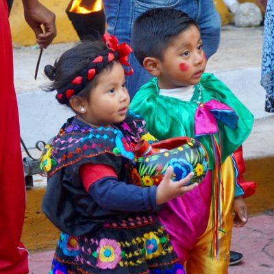Die Kinder wurden dann während der Feierlichkeiten gesegnet