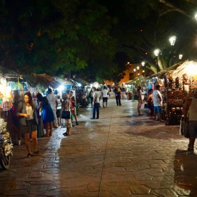 Weihnachtsmarkt am Zocalo von Valladolid