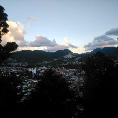 San Cristobal von einem Aussichtspunkt nahe der Armenviertel.
