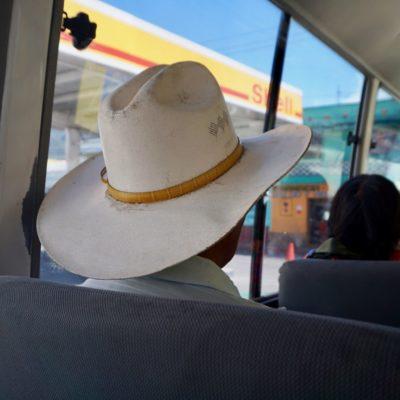Die Männer mit den Hüten sehen einfach Weltklasse aus.