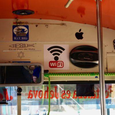 Aha..... die kleben sich auch all möglichen Mist in den Bus