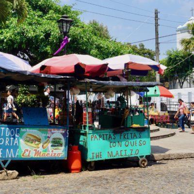 Die Strassenstände am Hauptplatz. Die Reste Adresse fürs Essen