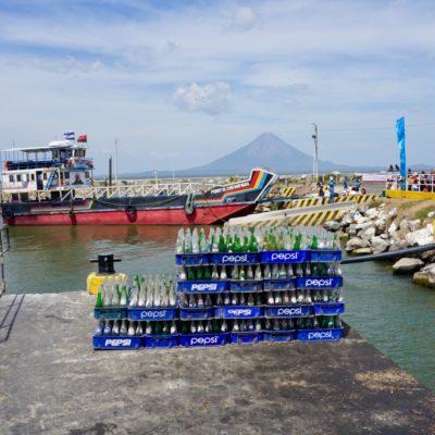 Eine der Fähren, die nach Ometepe fahren