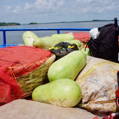 Alles an Bord ? Melonen und weitere Früchte wurden an Bord frisch verkauft
