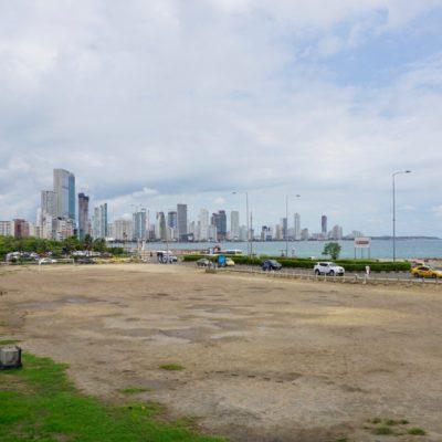 """Blick von der Stadtmauer in Richtung """" modernes """" Cartagena"""
