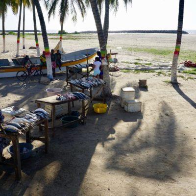 Fischmarkt am Strand von Riohacha