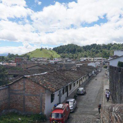 Im Hintergrund, der Hausberg von Popayán