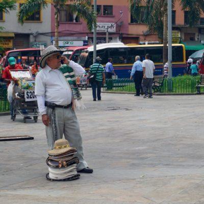 Hutverkäufer im Park der Skulpturen