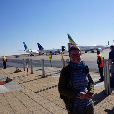 Am Flughafen von Windhoek. Zu Fuss zum Flieger ( mit Guide )