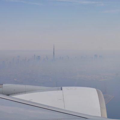 Abflug mit dem A380 von Dubai nach Barcelona. Im Hintergrund der Burj Khalifa