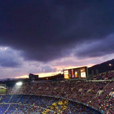 Dunkle Wolken zogen über das Stadion. Zum Glück ohne Regen