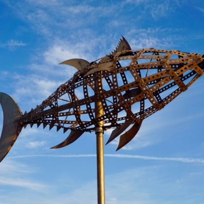 Kunstwerk am Strand