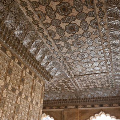 Tolle Decken und Wände im Amber Fort